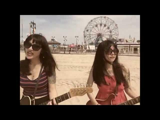 Videoclip ''Sumer Sun'', de Baby Shakes.