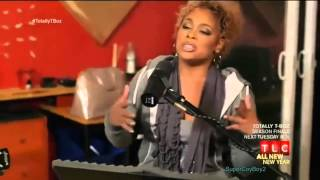 T-Boz sings an acoustic version of Unpretty