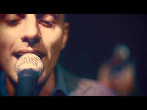 ghemon-da-lei-con-lo-scudo-e-la-spada-live-video-macro-beats