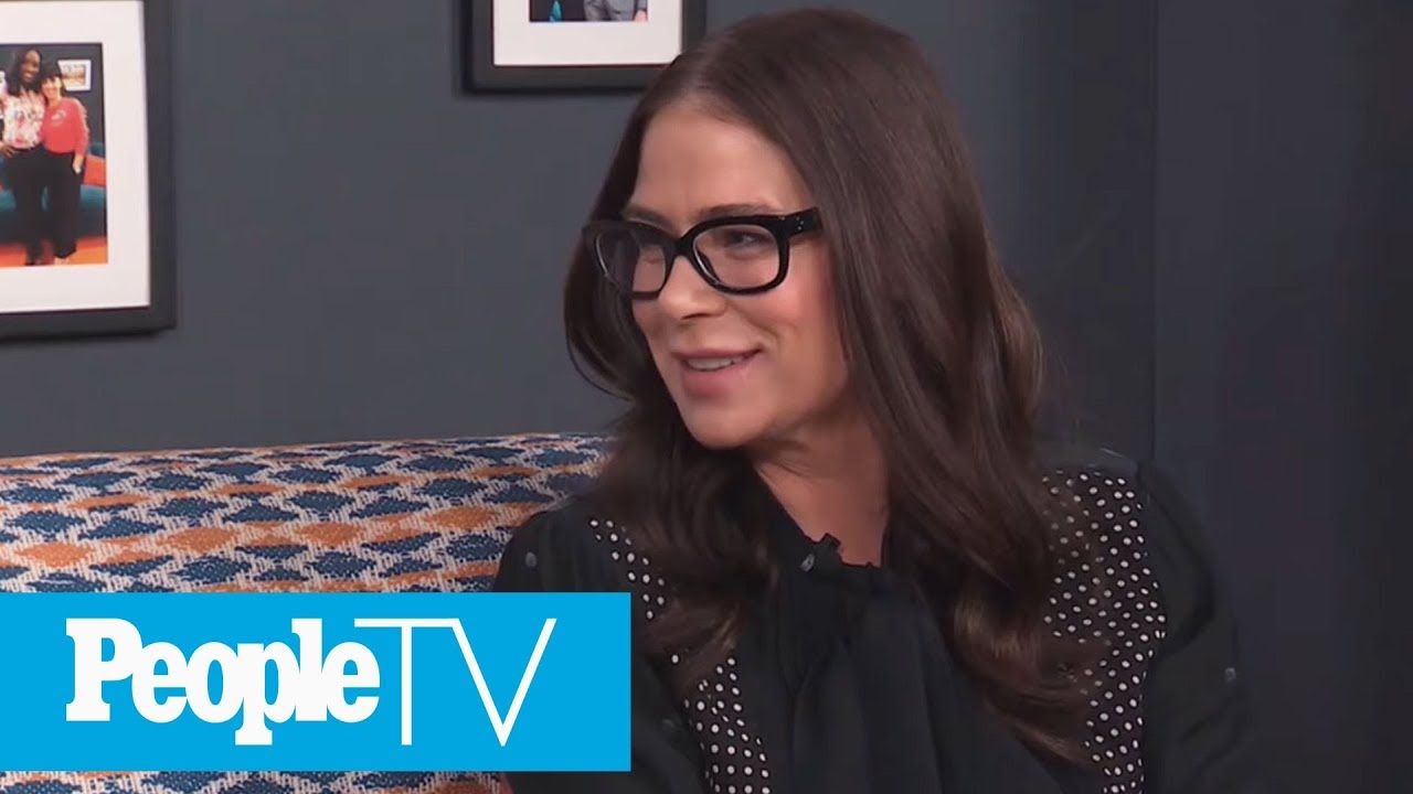 How Courtney Cox helped Calm Maura Tierney on 'Family Ties' Set