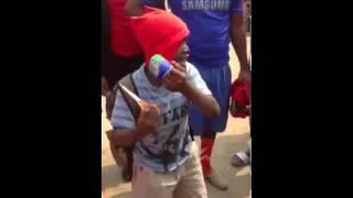 """Talento angolano, ndengue faz instrumental com lata de gasosa """"do cutuvelo"""""""