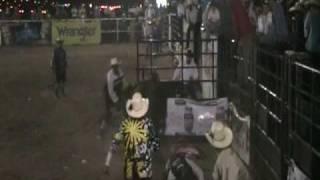 Jineteo de toros  Super rodeo 2010 www.caballo.tv