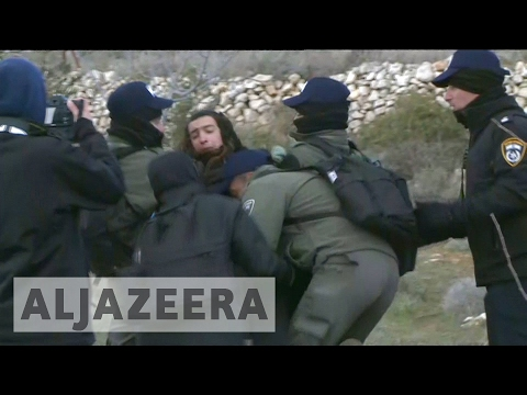 Israeli security forces evicting settlers from Amona