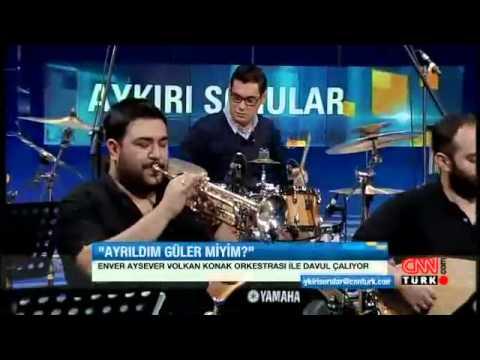 Enver Aysever, Volkan Konak'ın orkestrasıyla bateri çalıyor!
