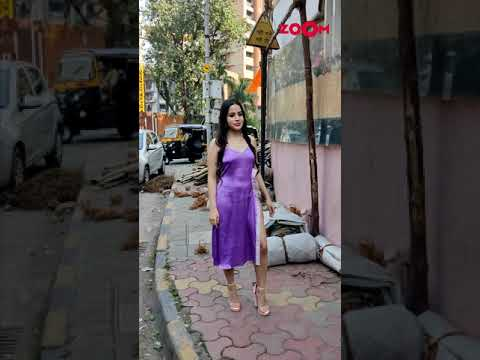Urfi Javed's stunning look as she poses for paparazzi | #Shorts