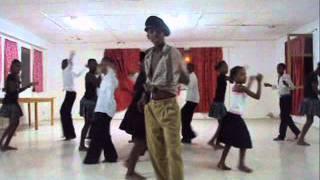 "Fidjus di bibinha Cabral - dança ""Bebe Grogo"""