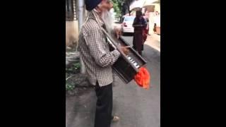 Old man singing dil tadap tadap ke song