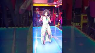 Discoteca Lucala com Noemia Clara ao vivo bonito