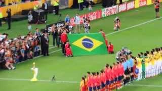 Hino Nacional Brasileiro cantado por mais de 70 mil torcedores no Maracanã