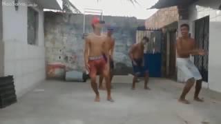 Dança dos muleke zika ao som de teclado lindinho 2009
