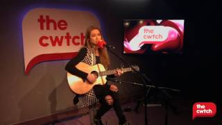 Una Healy - Staring At The Moon LIVE