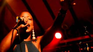 Perle Lama - Turn your lights down low (Live@la K'za des artistes)