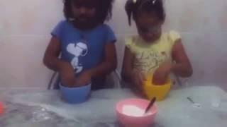 Primeiro video do canal(como fazer massa de biscuit)