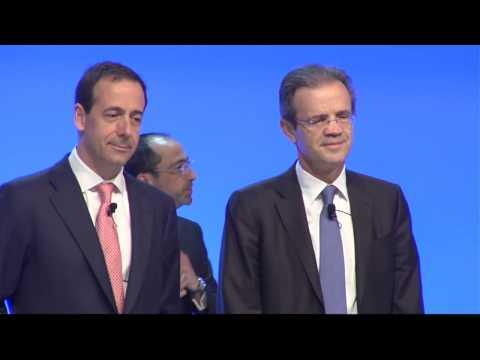 Resumen de la Junta General Ordinaria de Accionistas de CaixaBank 2017. En el vídeo encontramos las intervenciones de la entidad presidida por Jordi Gual, y su consejero delegado, Gonzalo Gortázar.