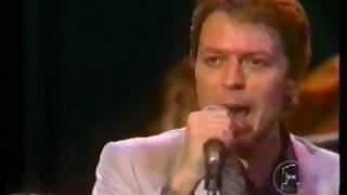 Robert Palmer - Bad Case of Loving You (Doctor, Doctor) (Midnight Special)