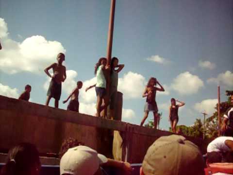 Nicaragua — Little Corn Island kids on the dock