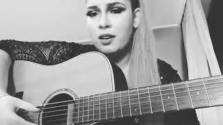 Marília Mendonça cantando  A música mais triste do ano