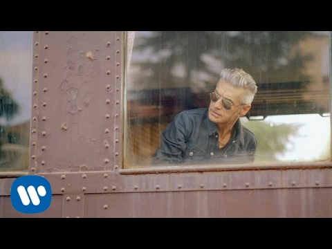 Made In Italy de Luciano Ligabue Letra y Video