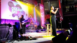 "Queen Latifah's Performance of ""California Dreamin'"" - School Night 2010 - Revamp.com"