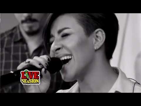 Nicoleta Nuca - Amintiri (by Carla's Dreams) | PREMIERA ProFM LIVE Session