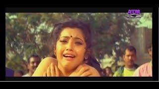 Meena Hot n Wet Saree Navel Kiss Moaning - Slow Mo width=