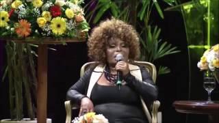 """Elza Soares cantando """"Lama"""""""