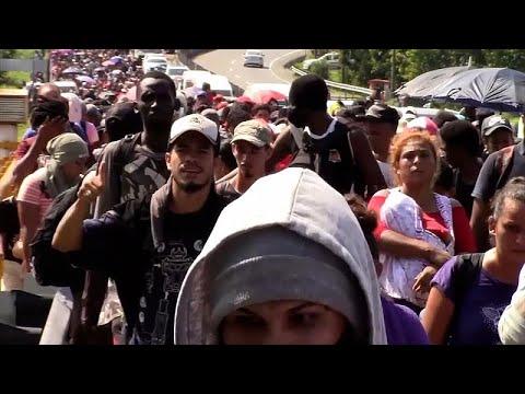 Mintegy kétezren hagyták el a dél-mexikói Tapachula városát az Egyesült Államok határa felé indulva