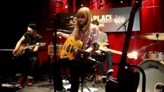 "Lucy Rose | ""Middle Of The Bed"" Live"