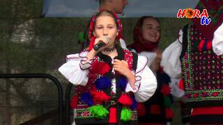 Ion,Ionuc si Andreea Ivanciuc - Tot ma uit pe drum in jos - LIVE - HORA TV -