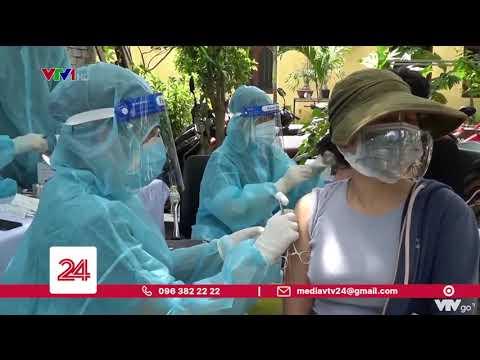 Tiêm vắc xin lưu động cho người dân trong khu phong tỏa    VTV24