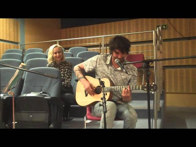 """Video de Anni B Sweet cantando """"Dare to Love"""" en concierto en Radio 3"""