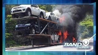 Caminhão cegonha com oito carros pega fogo na rodovia federal BR-174