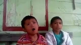 Anak kecil nyanyi lagu batak dengan suara yang merdu...