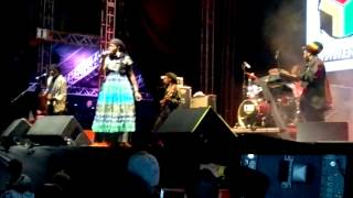 Dezarie - Liveth And Reign live in Brazil