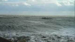 Il rumore del mare in tempesta a Trani- ITALY - 09/04/2012