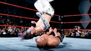 Jeff Hardy usa el People's Elbow sobre The Rock