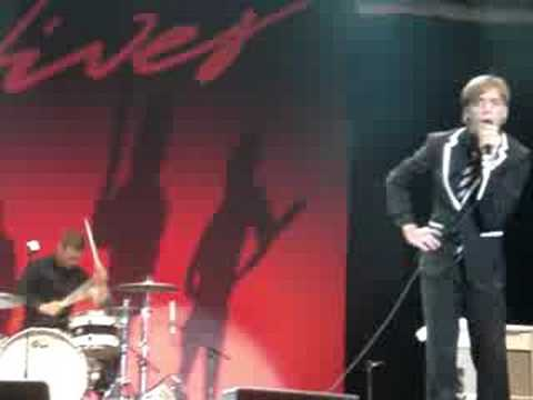 Walk Idiot Walk En Portugues de The Hives Letra y Video