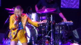 "Yeah Yeah Yeahs - ""Mosquito"" (Live) [Sweetlife 2013]"