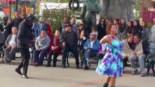Baile en la placita Olvera