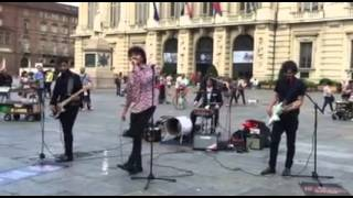 The buskers street band -  Earth angel (The Penguins cover) live Torino Piazza castello