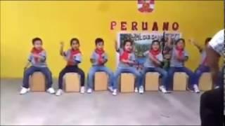 Niños Aprendiendo a tocar el Cajon Peruano