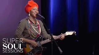 "India.Arie Sings ""I Am Light"" 