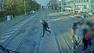 Policie ČR: Dopravní nehoda mladíka s tramvají