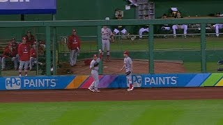 Jay pretends ball bounces over outfield wall