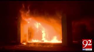 Karachi : Rangers rescues public during fire in building - 13 April 2018 - 92NewsHDPlus