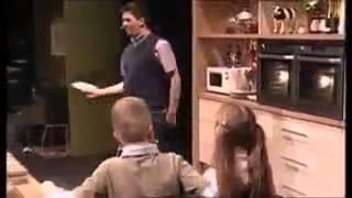 Lustiges Video-Das leckere Essen des Chefkochs