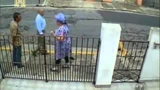 Pegadinha - Anão pede para tocar campanhia
