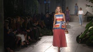 Carolina Herrera presenta una colección llena de color