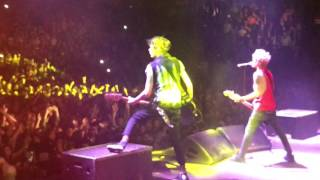 Sum 41 - The Hell Song / Over My Head live @ Milano (29.01.17)