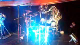 Amazing Robot Drummer, drumming to TNT ACDC